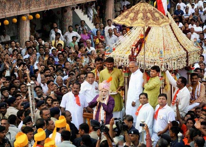 narendra-modi in a chariot